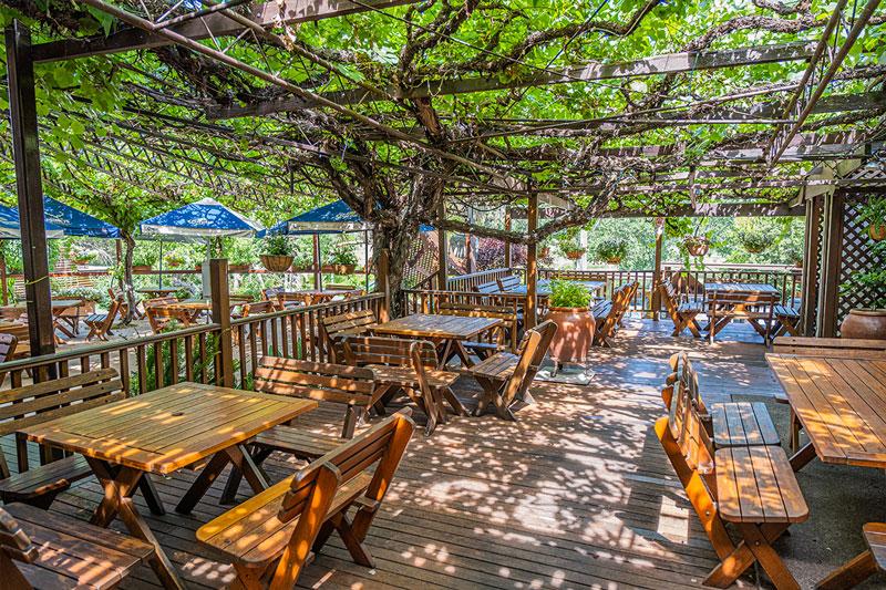 The Peel Inn Hotel beer garden